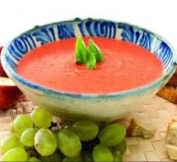 Gazpacho ligero de tomate y albahaca con Thermomix®