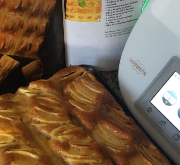 Bizcocho con manzana y crema pastelera en Thermomix®