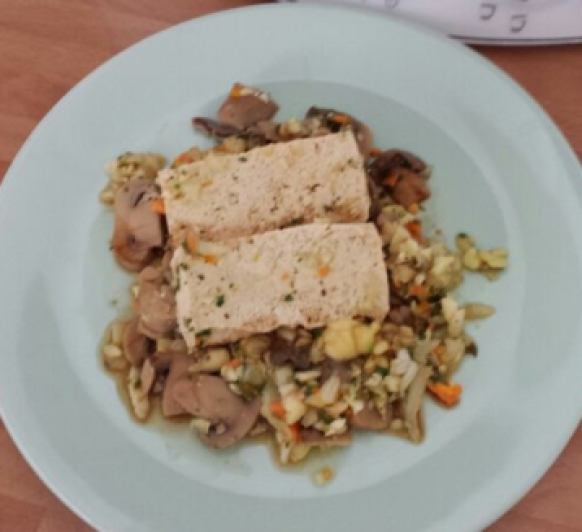 Papillotes de tofu en cama de verduras con Thermomix®